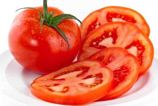 Đắp cà chua chín giúp đẩy lùi giãn tĩnh mạch