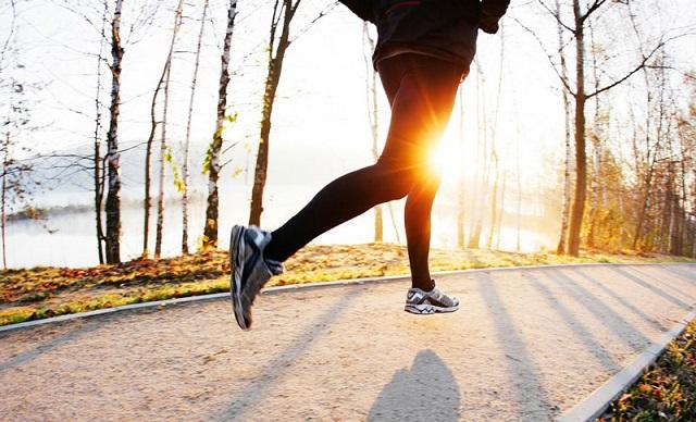 Đi bộ và chạy bộ mỗi ngày giúp hỗ trợ điều trị suy giãn tĩnh mạch