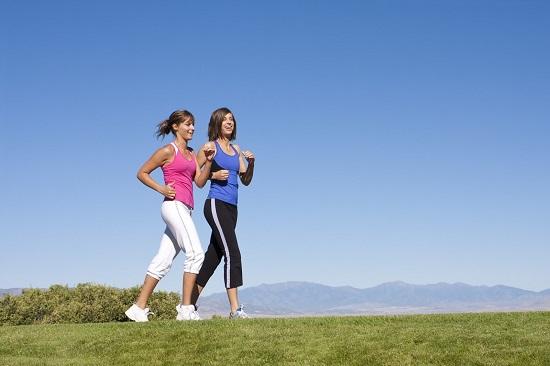 Đi bộ thường xuyên giúp đẩy lùi suy giãn tĩnh mạch chân