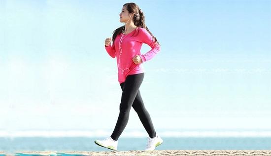 Đi bộ được chứng minh là tốt cho người bị giãn tĩnh mạch chân