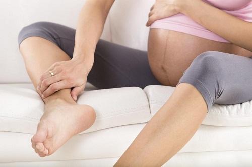 Mang thai cũng làm tăng nguy cơ mắc giãn tĩnh mạch chân
