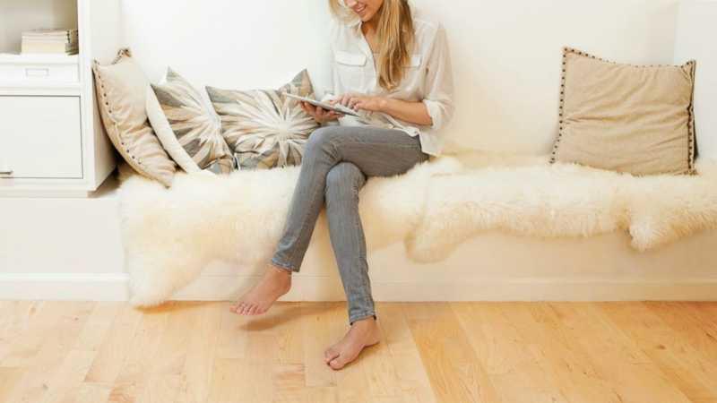 Ngồi vắt chéo chân là thói quen ảnh hưởng xấu đến sức khỏe