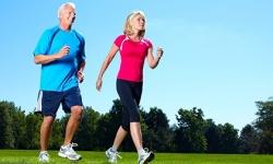 Giãn tĩnh mạch chân có nên đi bộ hay không ?